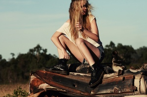 blonde-doctor-martens-girl-outdoor-favim-com-150187