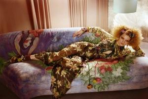 Guinevere-Van-Seenus-by-Javier-Vallhonrat-L___Air-Du-Temps-Vogue-UK-April-2011-6