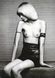 Phztr-e1c4a3-resize-Vogue Paris November 2010-scanned by Valentine27