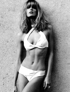 Vogue-Germany-February-2012-Julie-Stegner-2